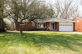 990 Belwood Dr, Highland Heights, OH 44143