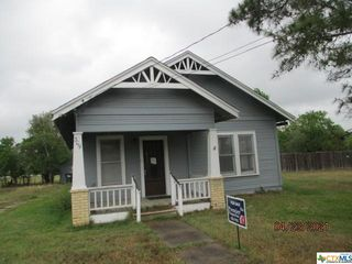 309 E Bailey St, Cuero, TX 77954