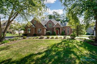 2420 Waterford Village Dr, Sylvania, OH 43560