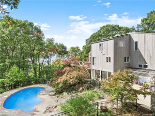 4 Prickly Pear Hill Rd, Croton On Hudson, NY 10520