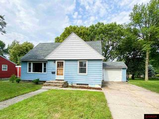 319 9th St, Gaylord, MN 55334