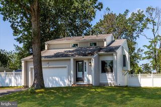 524 Holmes Ave N, Forked River, NJ 08731