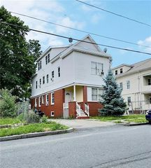68 Warrington St, Providence, RI 02907