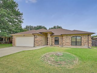 1419 Garrison St, Arlington, TX 76018
