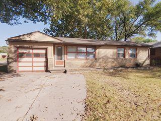 1602 E Luther St, Wichita, KS 67216