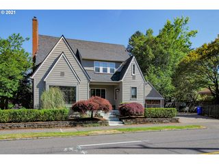 5545 NE Halsey St, Portland, OR 97213