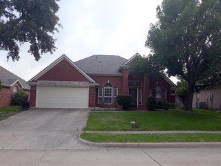 10111 Green Ct, Irving, TX 75063