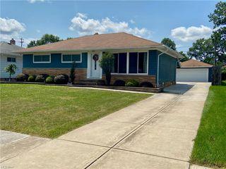 7264 Oakwood Rd, Parma, OH 44130