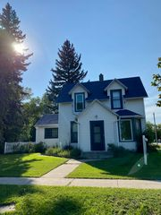 302 Mitchell Ave S, Steele, ND 58482