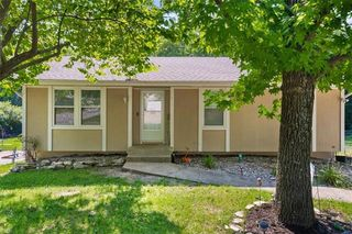 410 N Speck Ave, Independence, MO 64056