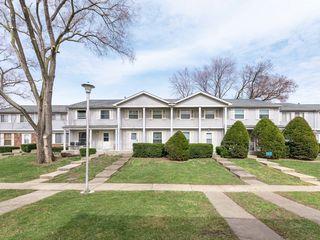105 Jamestown Ln, Bolingbrook, IL 60440