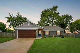 452 Boonesboro Rd, Greenwood, IN 46142
