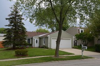 860 Stonefield Pl, Roselle, IL 60172