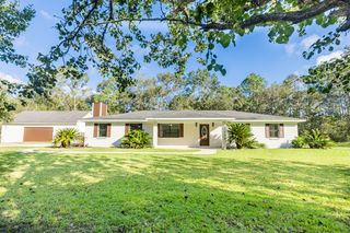 6321 Country Ln, Moss Point, MS 39562