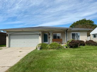 13501 Canterbury Dr, Sterling Heights, MI 48312