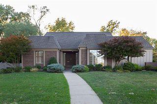 8300 Somerset Dr, Prairie Village, KS 66207