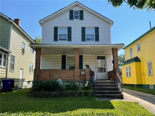 814 Whitcomb Rd, Cleveland, OH 44110