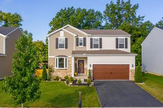 2213 Holiday Valley Dr, Grove City, OH 43123