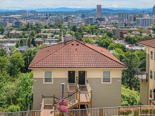 402 NW Uptown Ter #3A, Portland, OR 97210