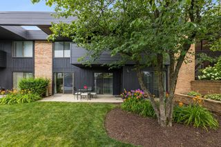 1265 N Sterling Ave #101, Palatine, IL 60067