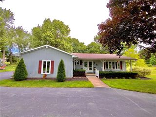 8882 Tanglewood Trl, Chagrin Falls, OH 44023