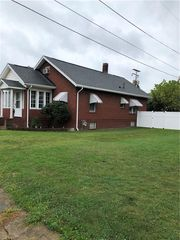 931 Adams St, Coshocton, OH 43812