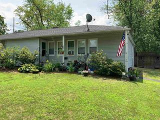 41 Irwin Dr, Manchester, NH 03104