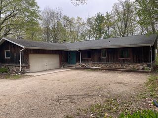 28902 Grove Ln, Waterford, WI 53185