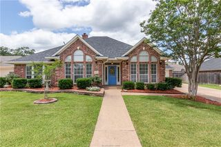 4711 Shoal Creek Dr, College Station, TX 77845