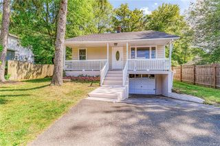 2 New Lake Rd, Valley Cottage, NY 10989
