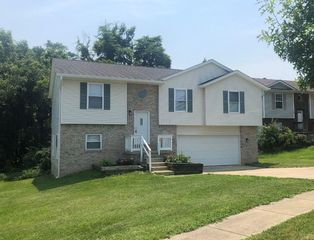 1401 W Woodhill Dr, Bloomington, IN 47403