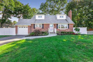 8 Estates Ln, Shoreham, NY 11786
