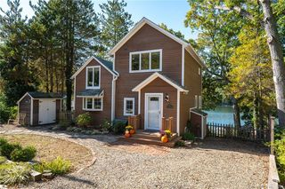 11 Stanton St, Waterford, CT 06385