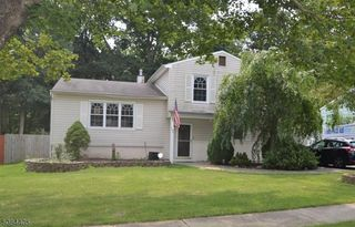 169 College View Dr, Hackettstown, NJ 07840