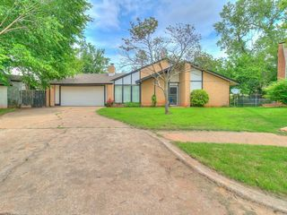 2745 Forest Oaks Cir, Norman, OK 73071