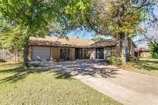 2320 Escalante Ave, Fort Worth, TX 76112
