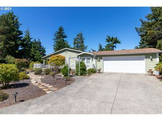 642 35th Ct, Florence, OR 97439