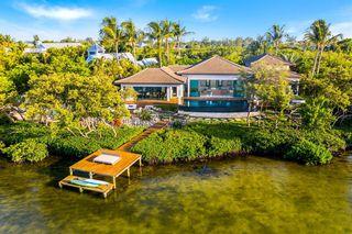 8017 Marina Isles Ln, Holmes Beach, FL 34217