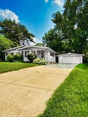 3801 W Clover Ave, McHenry, IL 60050