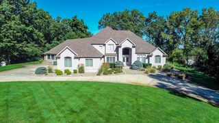 13239 Cedar Creek Dr, Middlebury, IN 46540