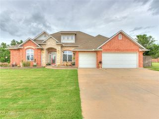 2325 W Mickey Dr, Mustang, OK 73064