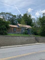 39 Olmstedville Rd, North Creek, NY 12860