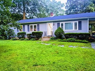 8 Redwood St, Enfield, CT 06082