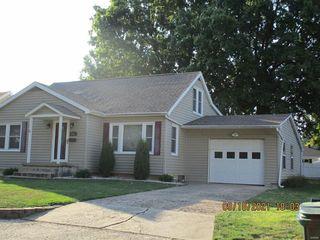 2411 N Carolina St, Louisiana, MO 63353