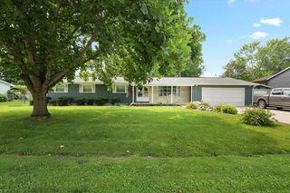 14 Park Dr, Villa Grove, IL 61956