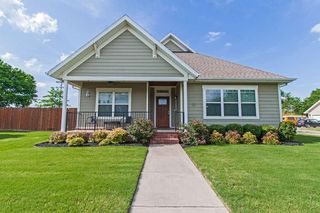 5913 W Willow St, Rogers, AR 72758
