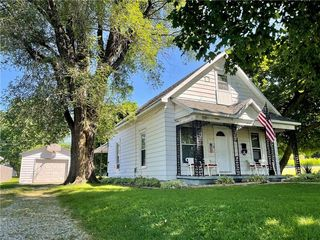 214 Holmes Ave, Rossville, IL 60963