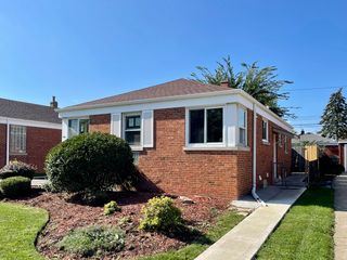 5542 N Odell Ave, Chicago, IL 60656