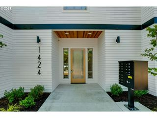 1424 N Simpson St #2, Portland, OR 97217
