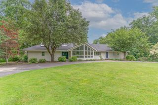 14R Turtle Back Rd S, New Canaan, CT 06840